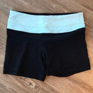 Lululemon black and blue size 6 yoga bike shorts